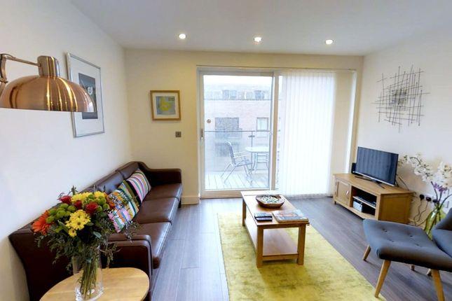 Thumbnail Flat to rent in Warren Cl, Cambridge