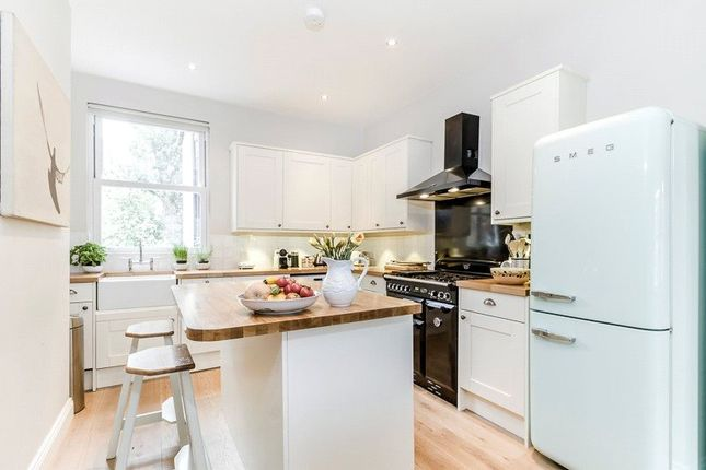 3 bed flat for sale in Gayville Road, London