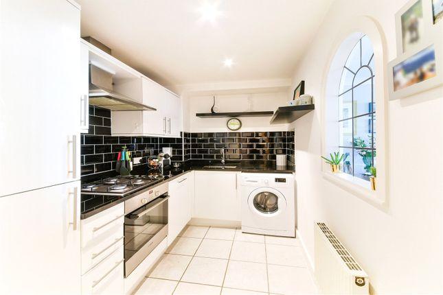 Kitchen of Bartholomew Court, 10 Newport Avenue, London E14