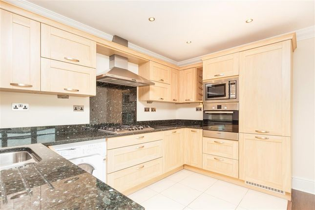 Thumbnail Flat to rent in Sussex Road, Haywards Heath
