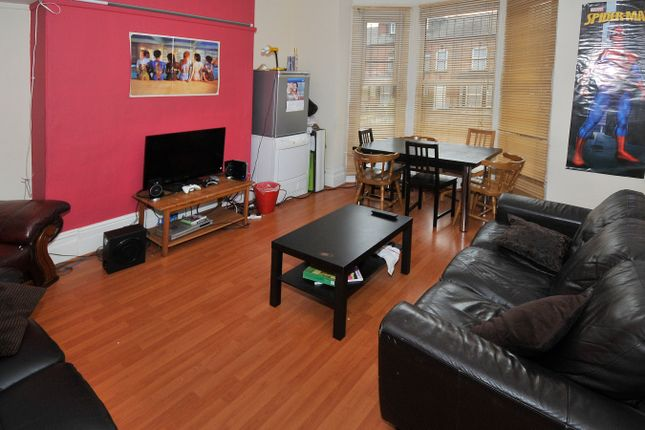 Thumbnail Terraced house to rent in Regent Terrace, Hyde Park, Leeds