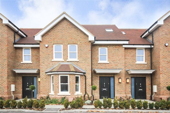 Thumbnail Terraced house for sale in The Harrow, Luton Road, Harpenden, Hertfordshire