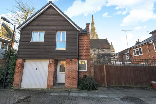 Thumbnail Town house to rent in Barkham Mews, Queens Road, Reading, Berkshire