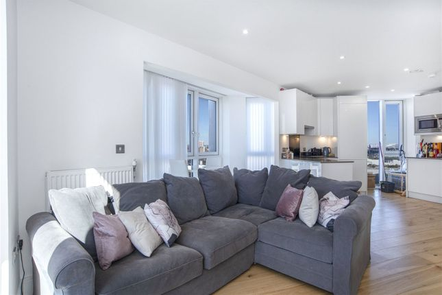 2 bed detached house to rent in City West Tower, 6 High Street, London E15