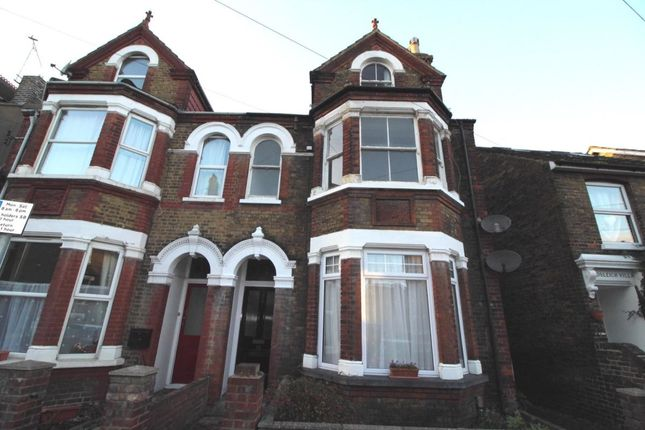 Thumbnail Flat to rent in Park Road, Sittingbourne