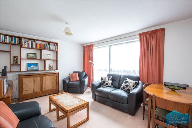 Thumbnail Flat for sale in Foxgrove, Southgate, London