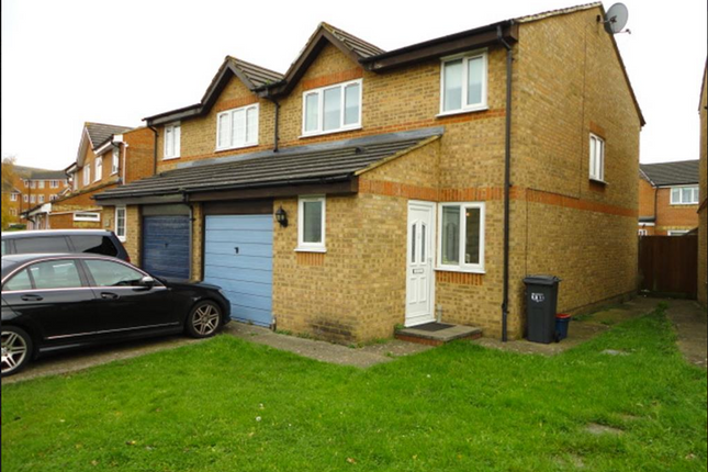 Thumbnail Flat to rent in Burket Close, Southall, Middlesex