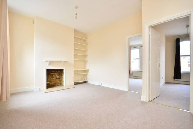 2 bed maisonette to rent in Boundary Road, Colliers Wood