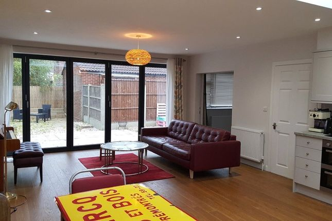 Thumbnail Bungalow to rent in Palmerston Road, London