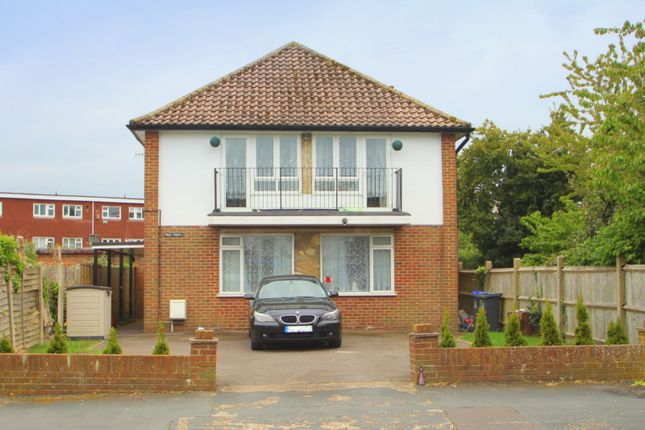 3 bed flat to rent in Penstone Park, Lancing BN15