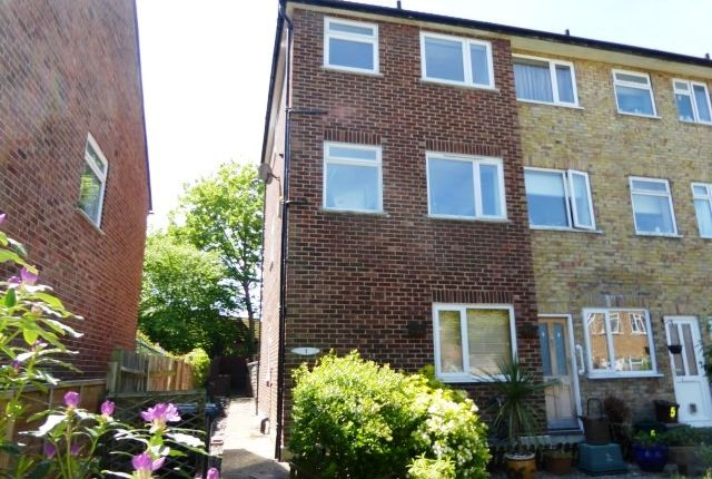 Thumbnail Maisonette to rent in May Close, Chessington