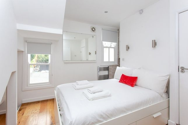 Thumbnail Flat for sale in Gifford Street, London