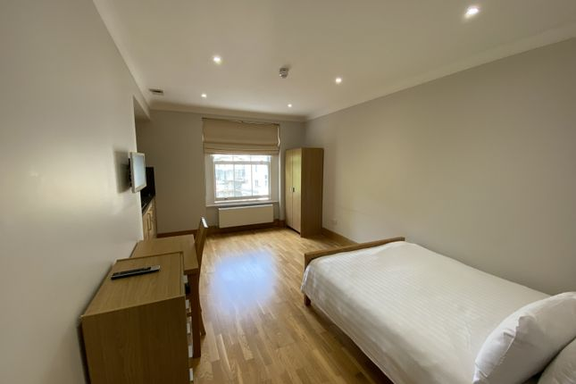 Thumbnail Studio to rent in Cleveland Gardens, Bayswater, London
