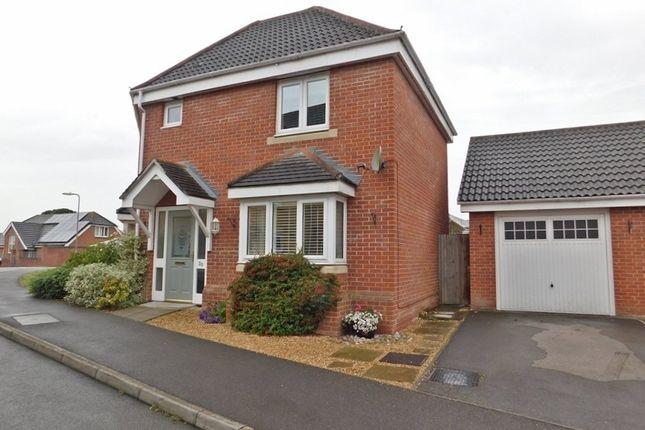 Thumbnail Semi-detached house to rent in Segensworth Road, Titchfield, Fareham