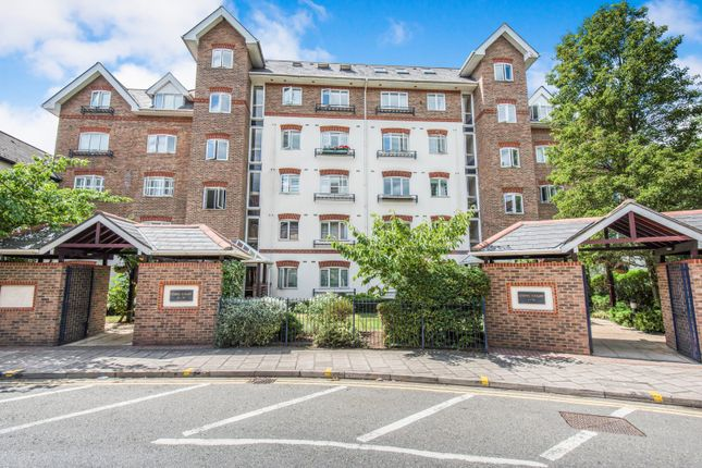 2 bed flat to rent in Osiers Court, Steadfast Road, Kingston Upon Thames KT1