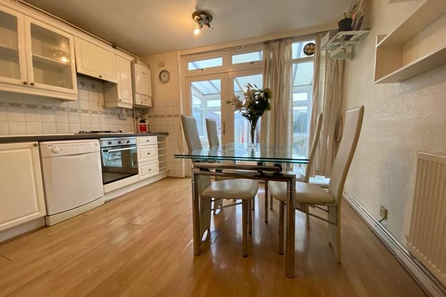 Thumbnail Town house to rent in Gale Close, Mitcham