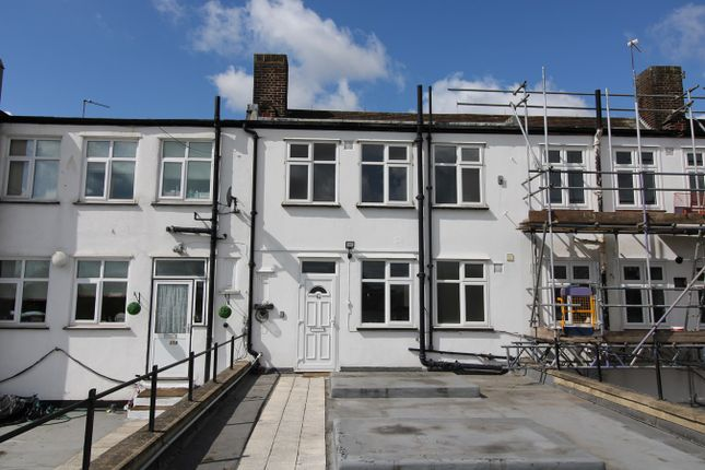 3 bed flat to rent in Fairway, Petts Wood, Orpington BR5