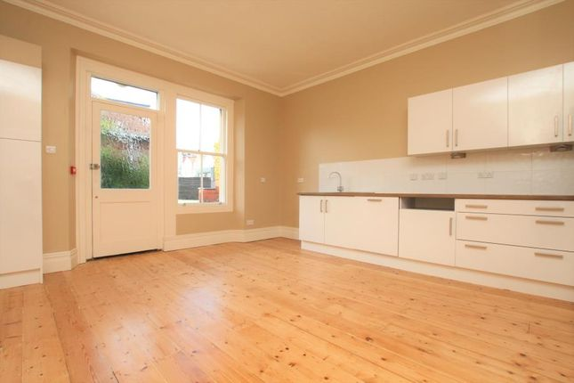 4 bed flat to rent in Hurle Road, Bristol BS8