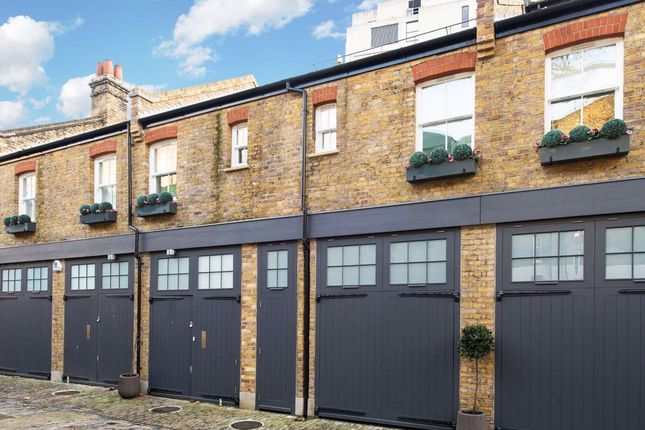 Thumbnail Terraced house to rent in Colonnade, London