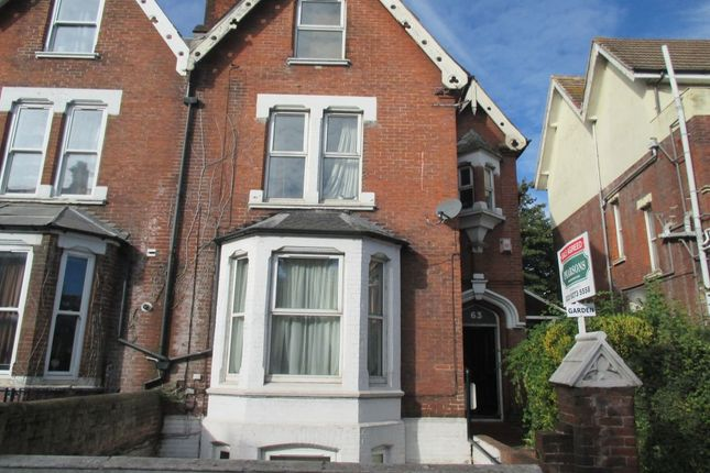 Thumbnail Flat to rent in Victoria Road North, Southsea