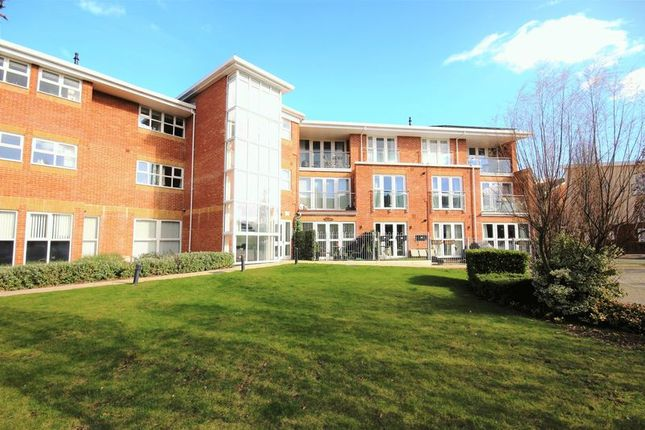 Thumbnail Flat for sale in Emerald Crescent, Hythe, Southampton
