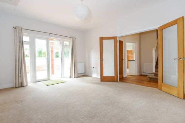 4 bed property to rent in Theydon Park Road, Theydon Bois, Epping
