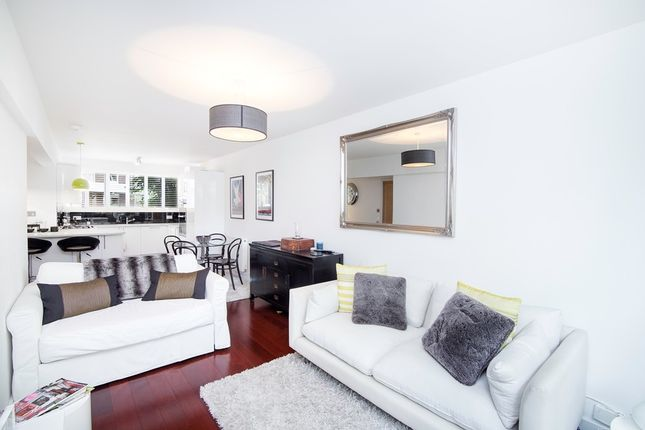 2 bed flat to rent in Gloucester Avenue, Primrose Hill