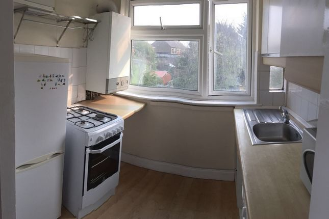 Thumbnail Flat to rent in Calne Avenue, Barkingside