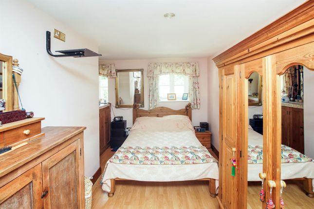 Lake mews barwick yeovil ba22 2 bedroom terraced house for Bedroom furniture yeovil