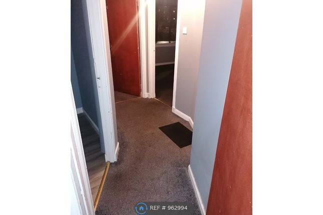 2 bed flat to rent in National Court, Methil, Leven KY8