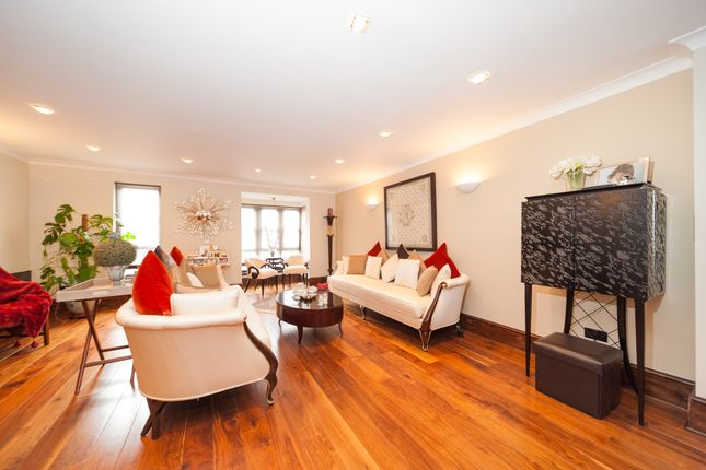 Thumbnail Town house for sale in Windsor Way, London