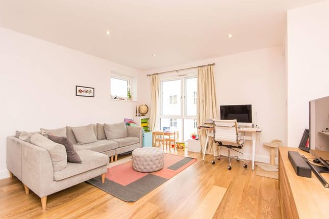 Thumbnail Flat to rent in The Avenue, London NW6,