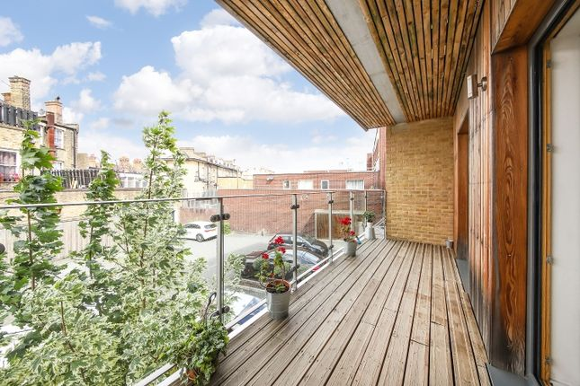 Thumbnail Flat to rent in St Peters Court, London