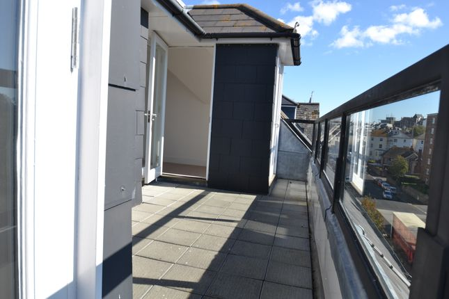 Thumbnail Flat to rent in Blackwater Road, Eastbourne