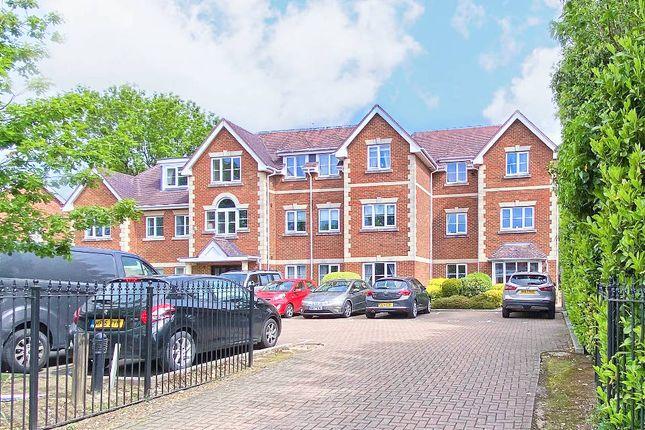 2 bed flat to rent in Yorktown Road, Sandhurst GU47