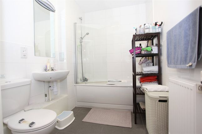 Bathroom of Noel Park Road, Wood Green, London N22