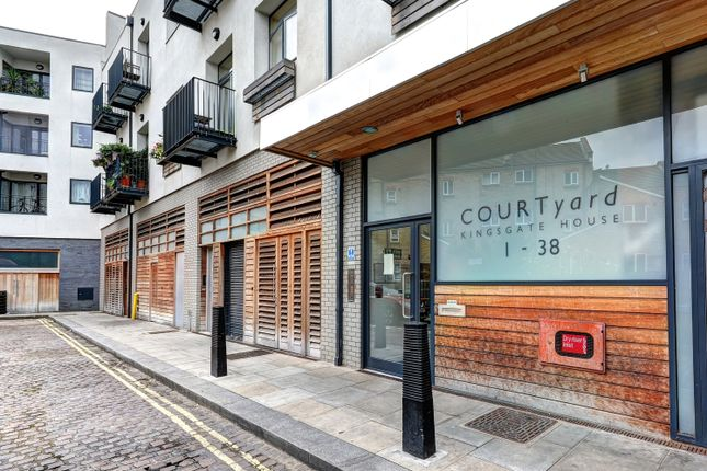 Flat for sale in Kingsgate Place, London