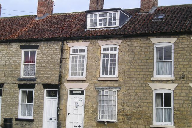 3 bedroom terraced house to rent in Eastgate, Pickering