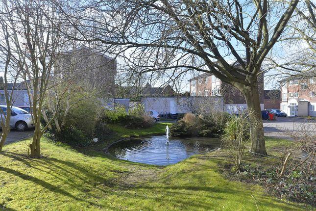 Communal Gardens of Lizmans Court, Silkdale Close, Oxford OX4