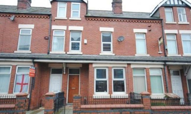 Thumbnail Shared accommodation to rent in Weaste Road, Salford