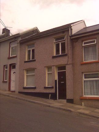 2 bed property to rent in Oak Street, Tonypandy CF40