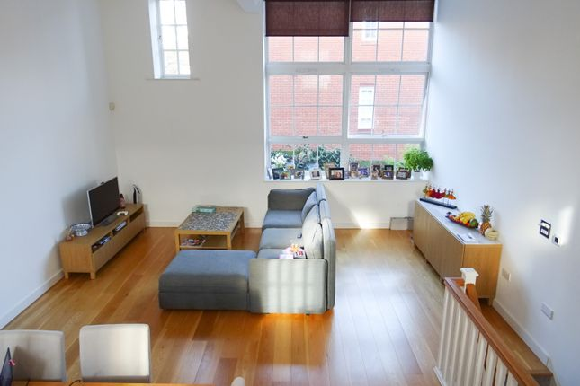 Thumbnail Flat for sale in Arcadian Place, London