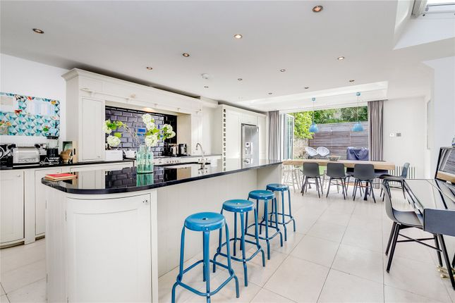 Thumbnail Terraced house to rent in Wandsworth Bridge Road, Fulham, London