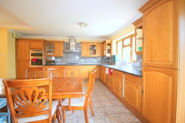 5 bed semi-detached house to rent in Kings Avenue, Woodford Green, Essex IG8