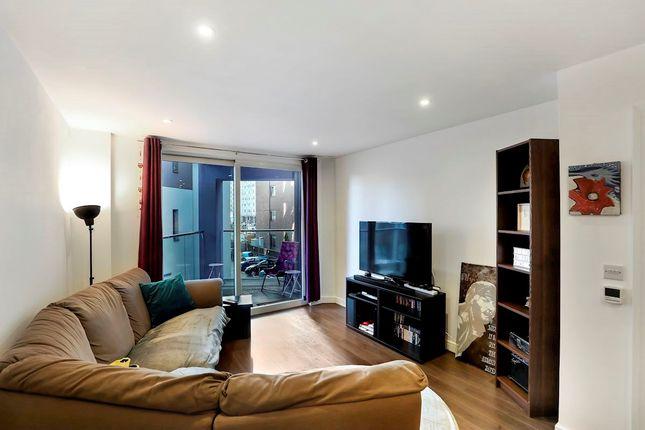 Thumbnail Flat for sale in Rossetti Apartments, Saffron Central Square, Croydon