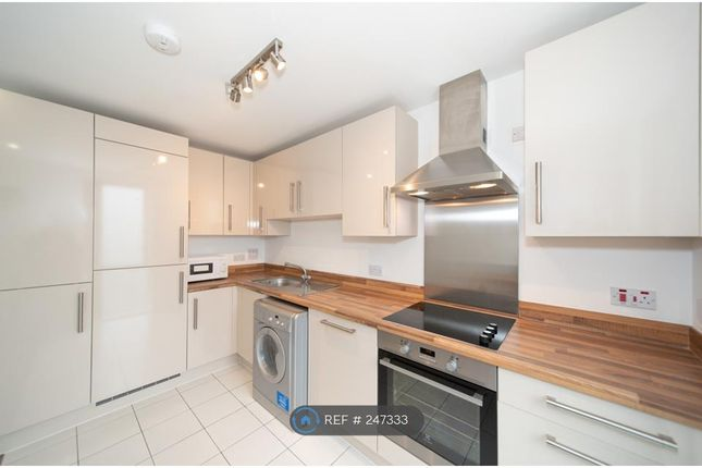 Thumbnail Flat to rent in Lonsdale House, London