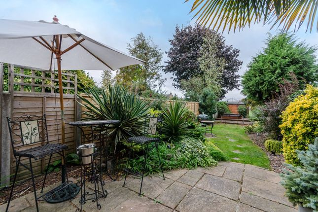 Thumbnail Property for sale in Farr Road, Enfield