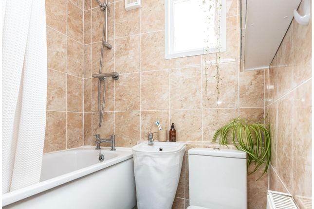 Bathroom of Dagmar Road, London N22