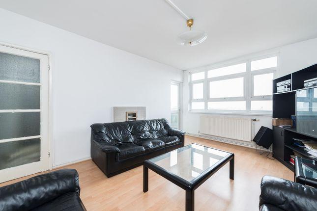 Thumbnail Flat for sale in Rennie Estate, London