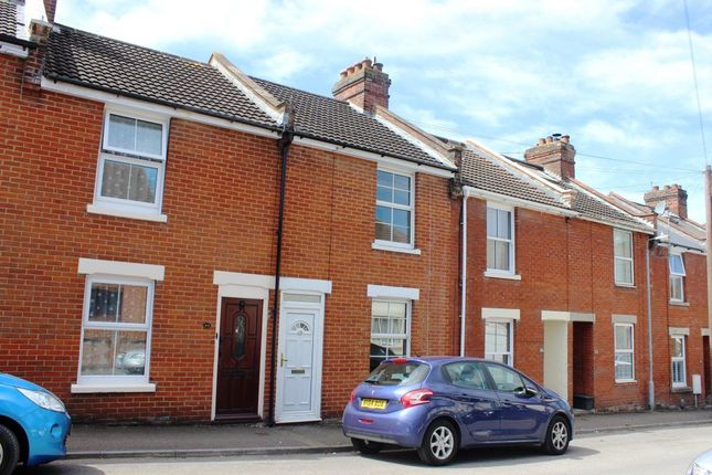 2 bed terraced house to rent in St. Andrews Road, Salisbury
